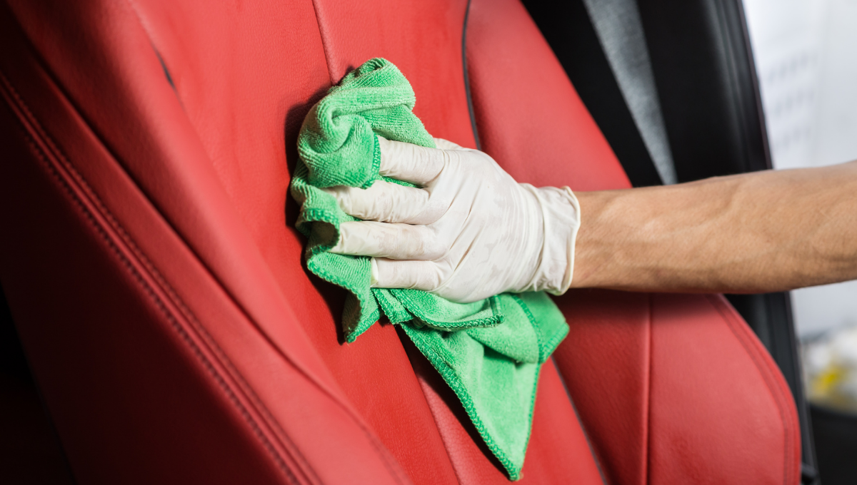 Come pulire correttamente i sedili dell'auto